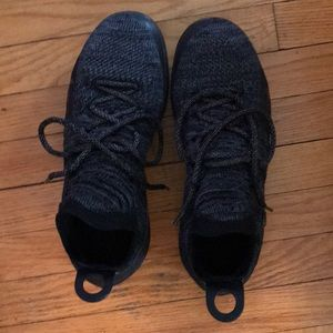 Kd 11 basketball shoe